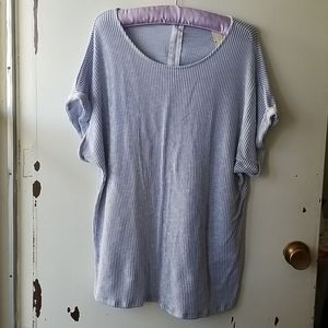 Gift Blue and White Short Sleeve Scoop Neck Top